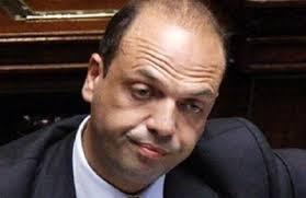Angelino Alfano «licenziato» dal Cavaliere destituiti i dirigenti del Popolo delle Libertà