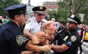 L'iniziativa #myNypd è un flop arrivano le fotografie delle violenze