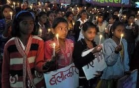Un altro stupro di gruppo in India le due ragazzine sono state impiccate