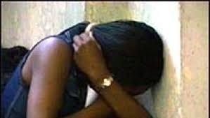 Roma, prostituta assalita dal branco. Si getta dal secondo piano per salvarsi