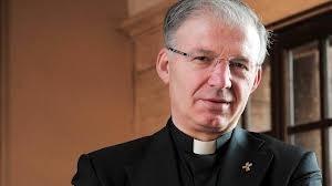 Don Mauro Inzoli ex parroco a Crema. Non potrà celebrare in pubblico