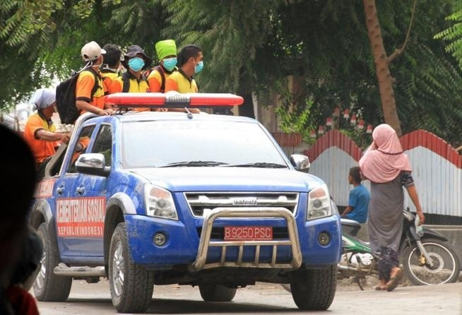 Erutta un vulcano in Indonesia voli per l'Australia sospesi da ieri
