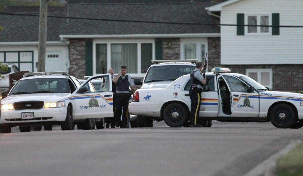 Justine Bourque, ha ucciso tre agenti di polizia ora in Canada è caccia all'uomo