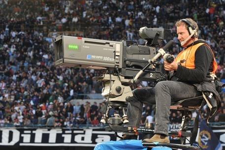 Sky diffida la Lega diritti tv sul calcio. «No alle vendite fuori dalle regole»