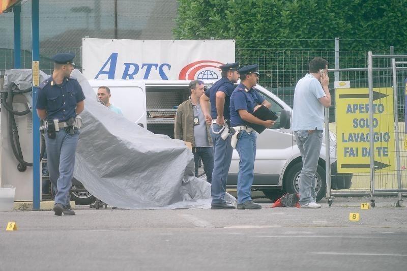 Ha accoltellato tre persone a Nord Milano. In preda a un delirio religioso