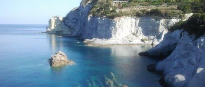 L'isola di Ponza, un'oasi di bellezza ed ospitalità