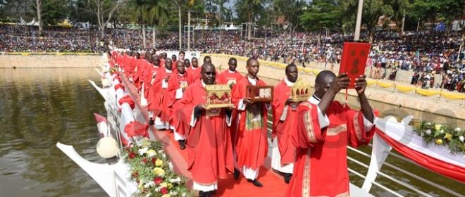 Uganda. Martyrs Day 2017. Il simbolo dell'alleanza tra Anglicani e Cattolici in Africa