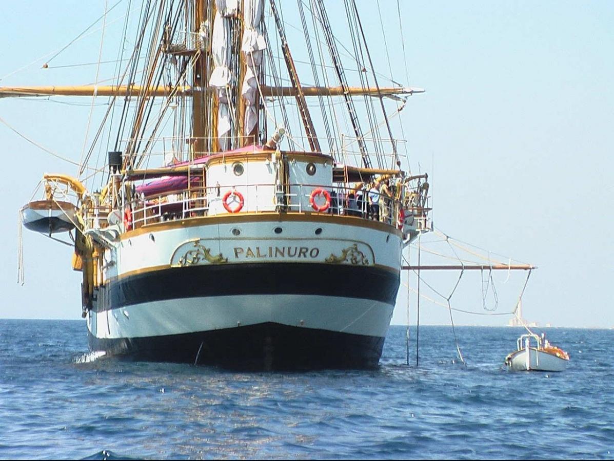 La nave scuola Palinuro per la prima volta nella storia approda a Pantelleria
