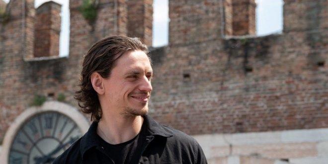 Sergei Poluni sarà Romeo questa sera all'Arena di Verona. Ma si prevede un sit-in di protesta