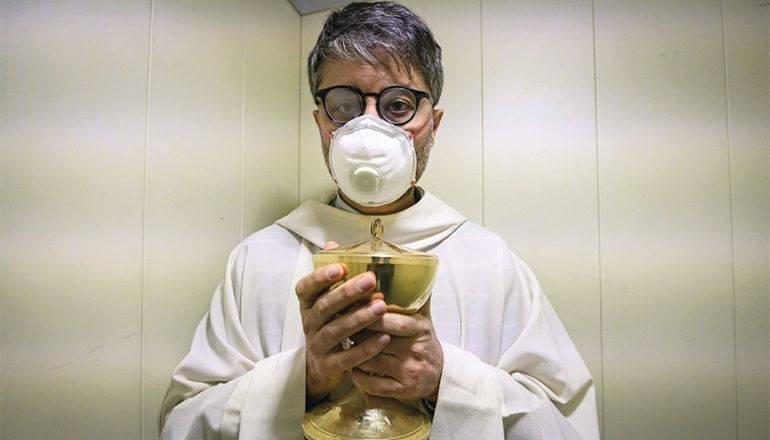 Si salveranno i sacramenti dal coronavirus? Tempo di sofferenza o risveglio religioso?