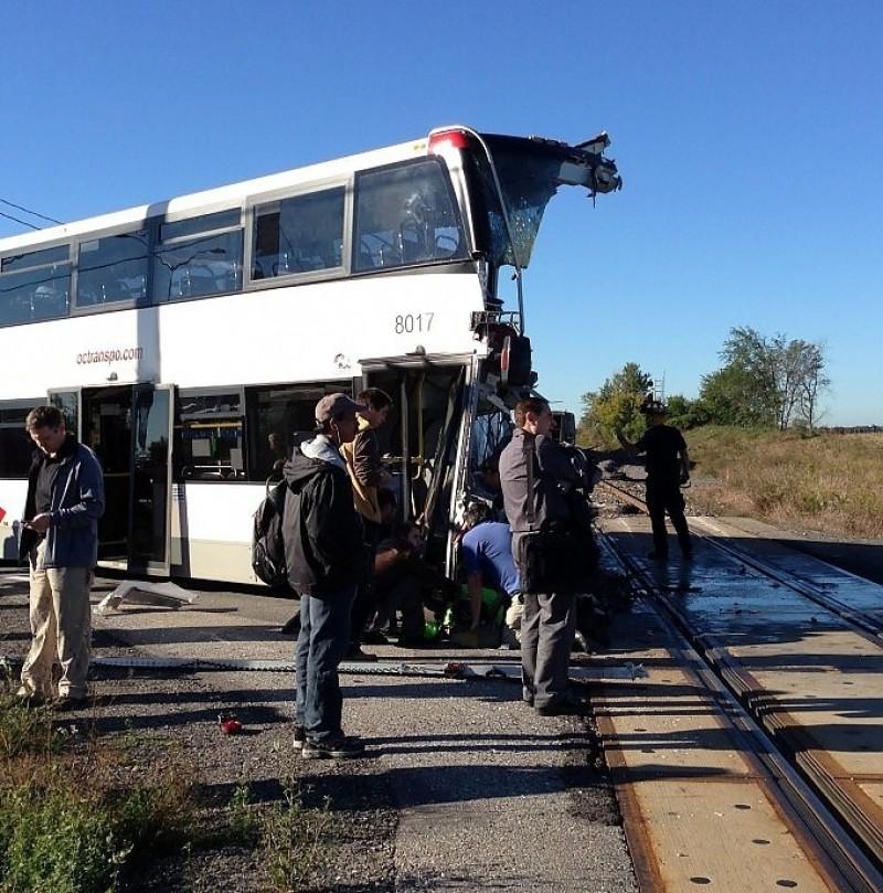 Canada treno contro pullman a due piani sei i morti e for Interno autobus